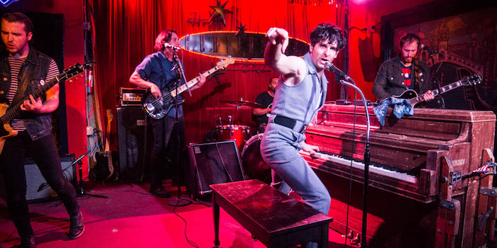 LOW CUT CONNIE live photo