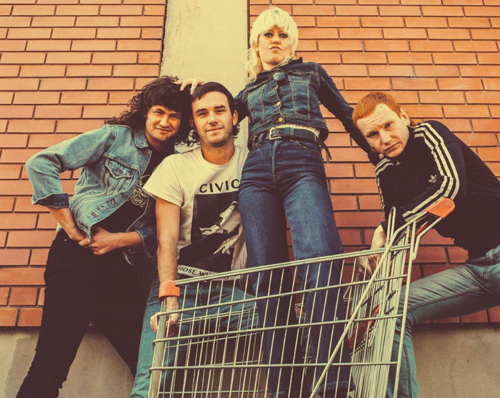 AMYL & THE SNIFFERS promo photo